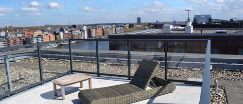 uitzicht dakterras Amsterdam met glashekwerk