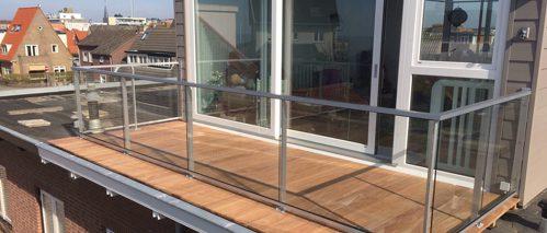 Glashek op dakterras aangrenzend aan dakopbouw