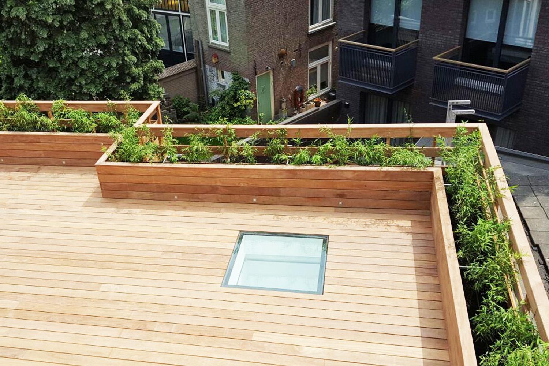 Vlonder overgaand in plantenbak als balustrade