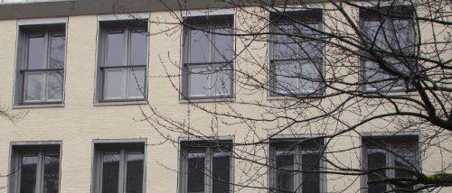 frans balkonhekwerk in appartementencomplex