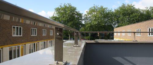 Donker grijze balkonleuning