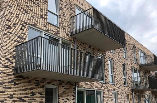 striphekwerk balkon nieuwbouw modern balkonhekwerk